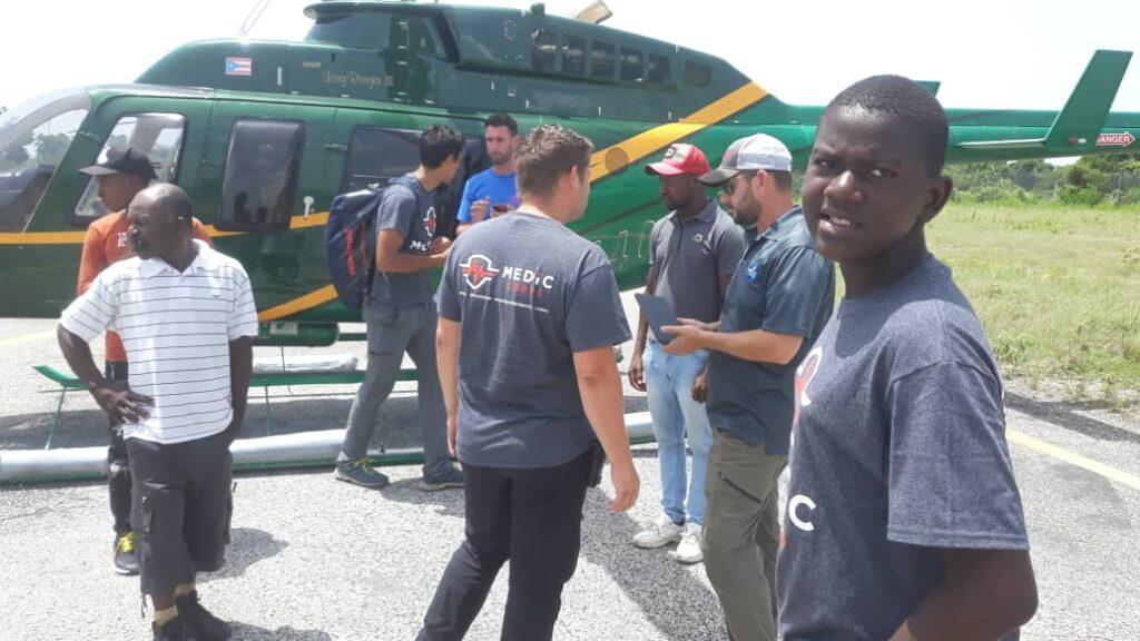 helicopter prepares to evacuate injured from Pik Macaya