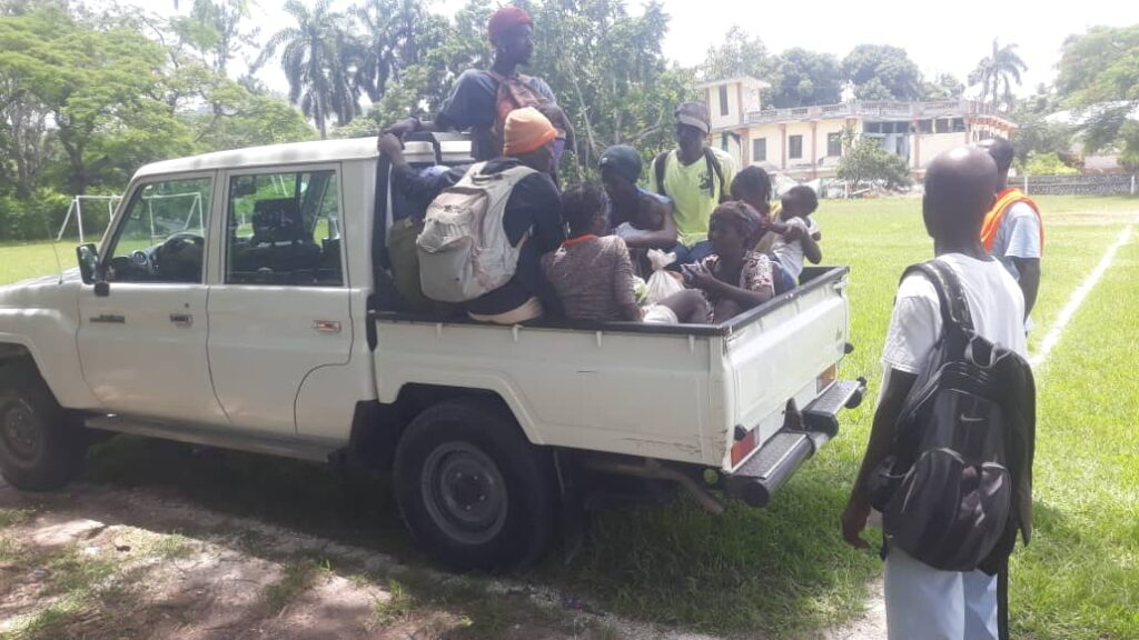 Truckload of people evacuated from Pic Macaya